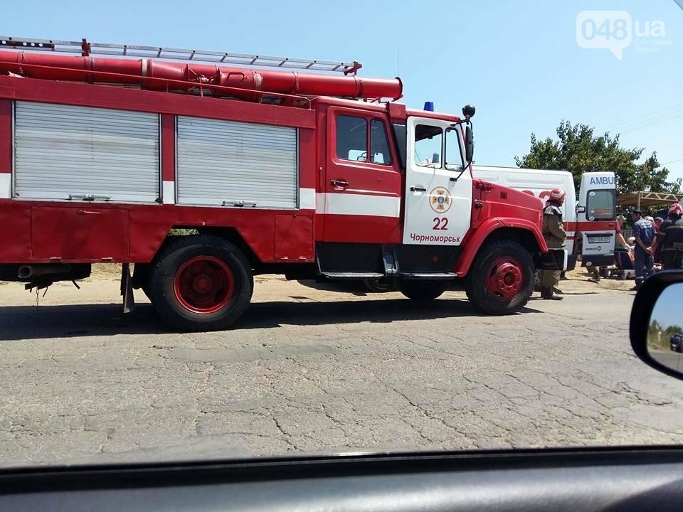 Под Одессой произошла сильная авария: спасатели вырезали из авто человека (ФОТО), фото-3