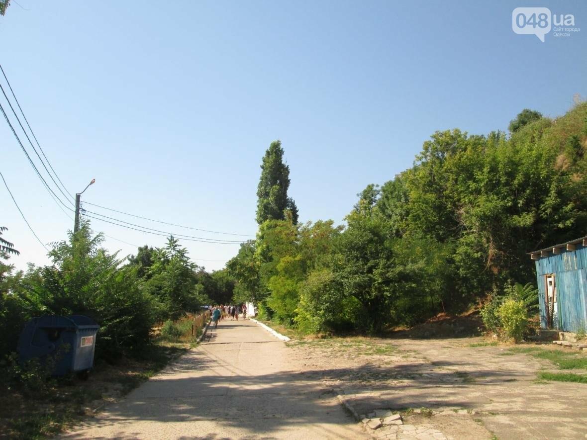 Бесплатные шезлонги и шумная стройка: Одесский пляж огорчил и удивил (ФОТО), фото-3