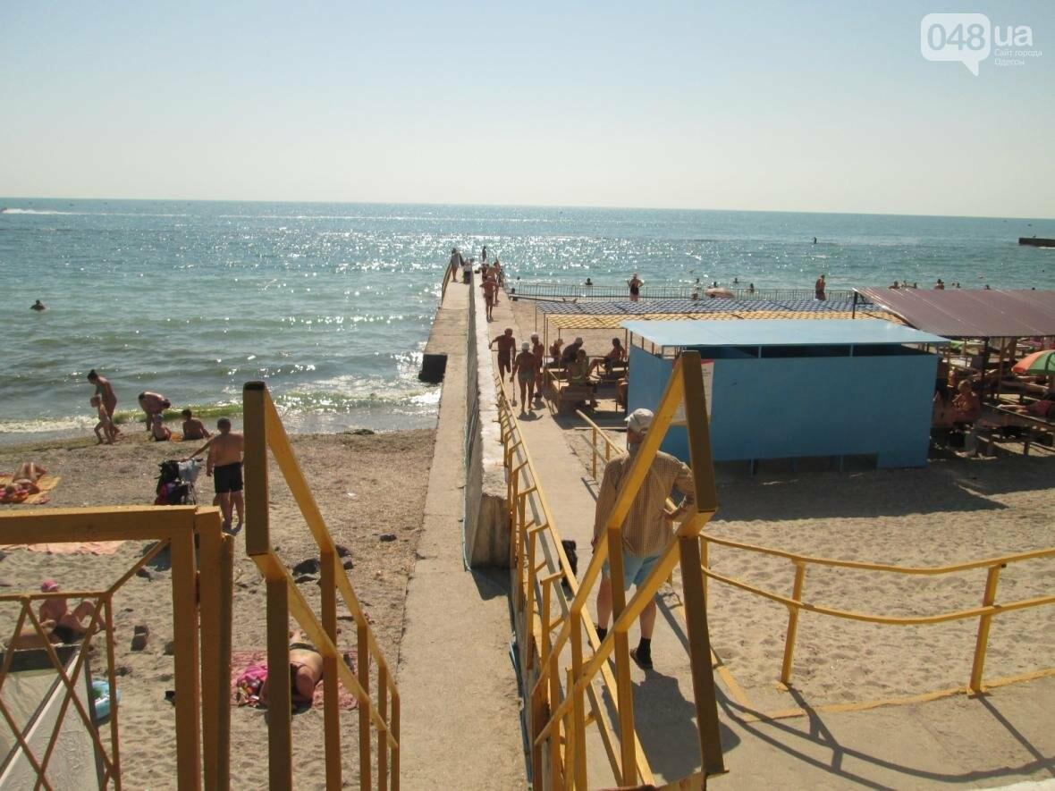 Бесплатные шезлонги и шумная стройка: Одесский пляж огорчил и удивил (ФОТО), фото-4