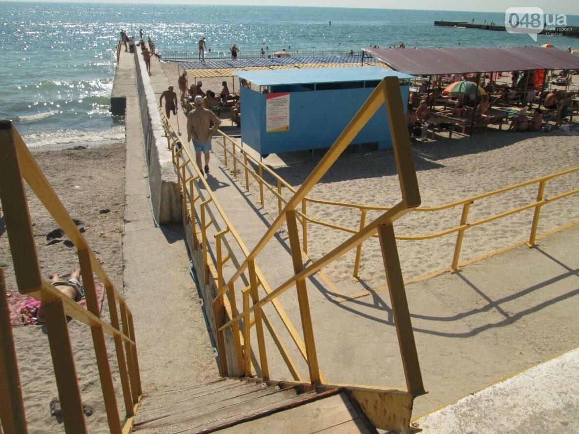 Бесплатные шезлонги и шумная стройка: Одесский пляж огорчил и удивил (ФОТО), фото-8