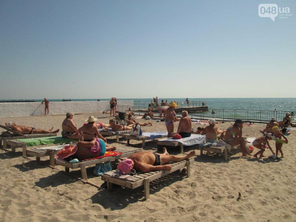 Бесплатные шезлонги и шумная стройка: Одесский пляж огорчил и удивил (ФОТО), фото-9