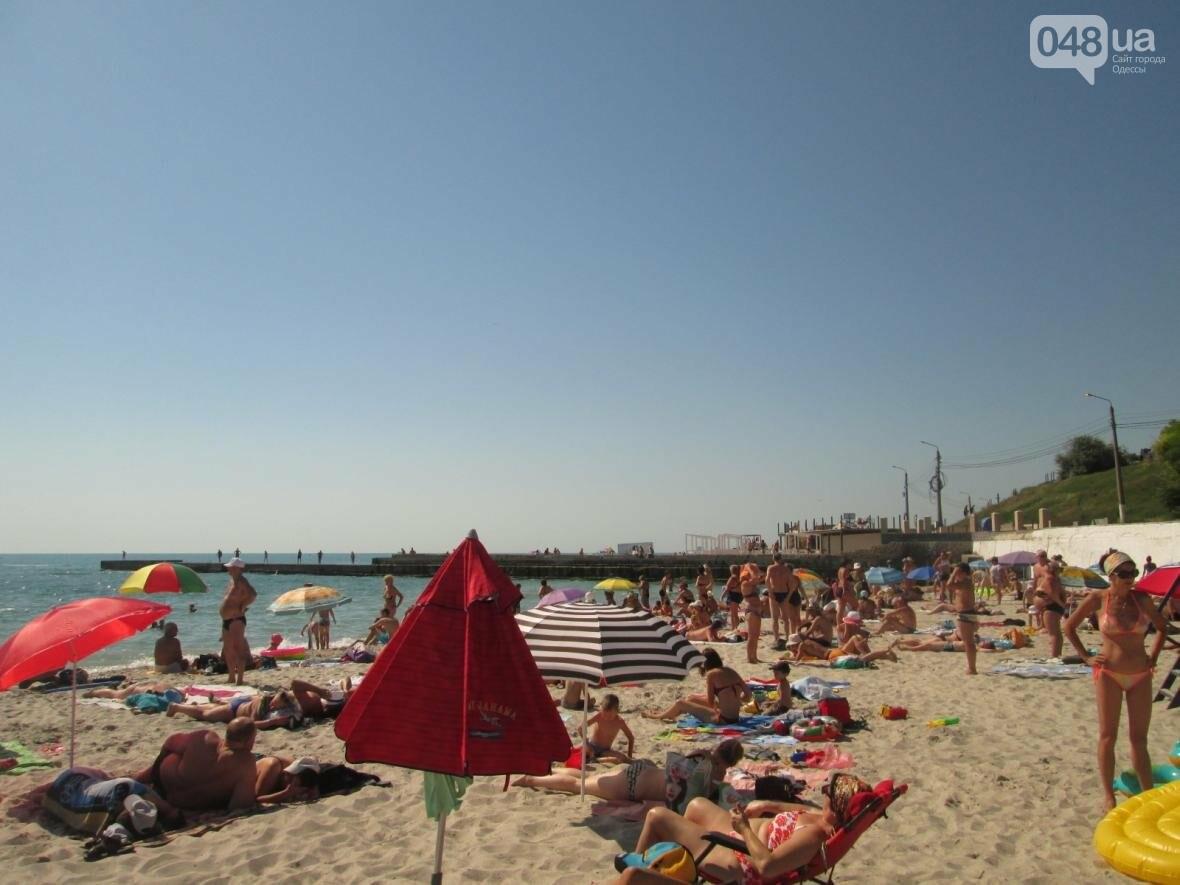 Бесплатные шезлонги и шумная стройка: Одесский пляж огорчил и удивил (ФОТО), фото-19