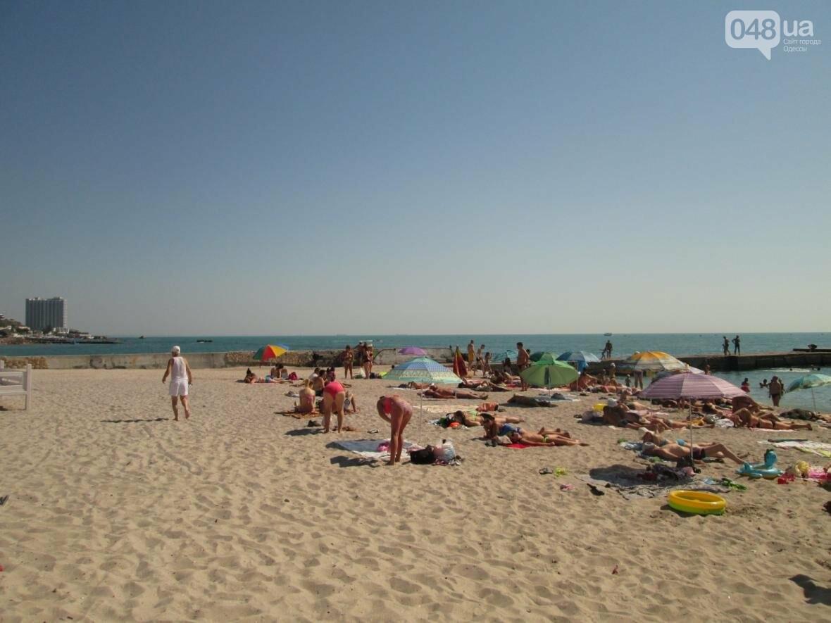 Бесплатные шезлонги и шумная стройка: Одесский пляж огорчил и удивил (ФОТО), фото-21