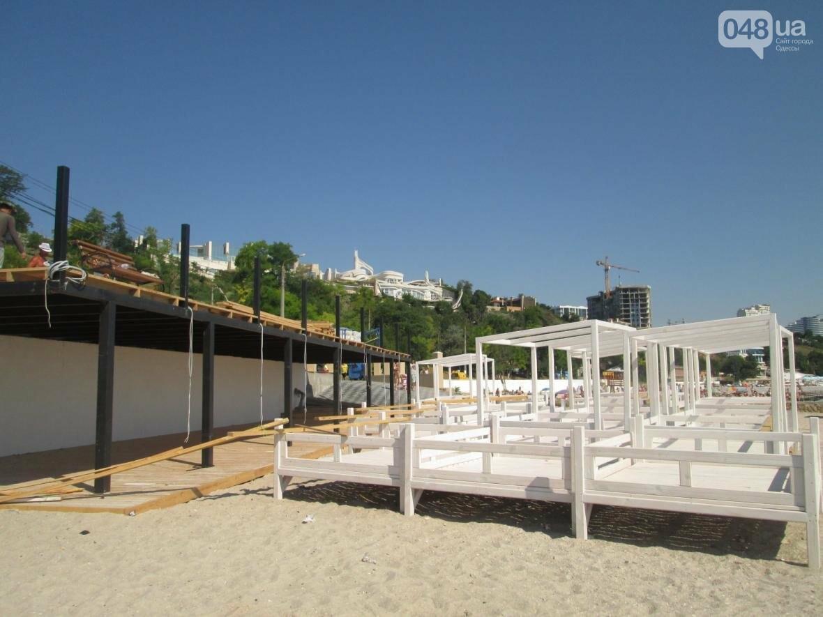 Бесплатные шезлонги и шумная стройка: Одесский пляж огорчил и удивил (ФОТО), фото-12