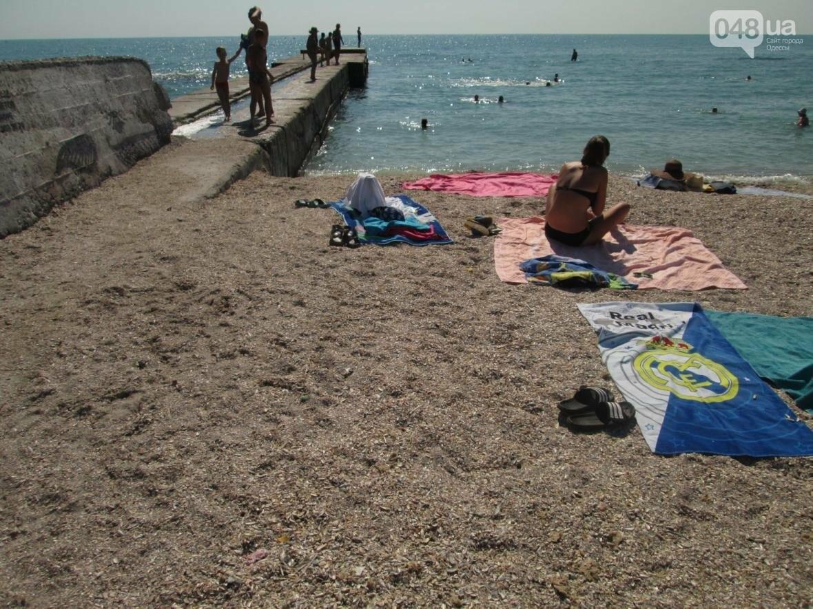 Бесплатные шезлонги и шумная стройка: Одесский пляж огорчил и удивил (ФОТО), фото-22