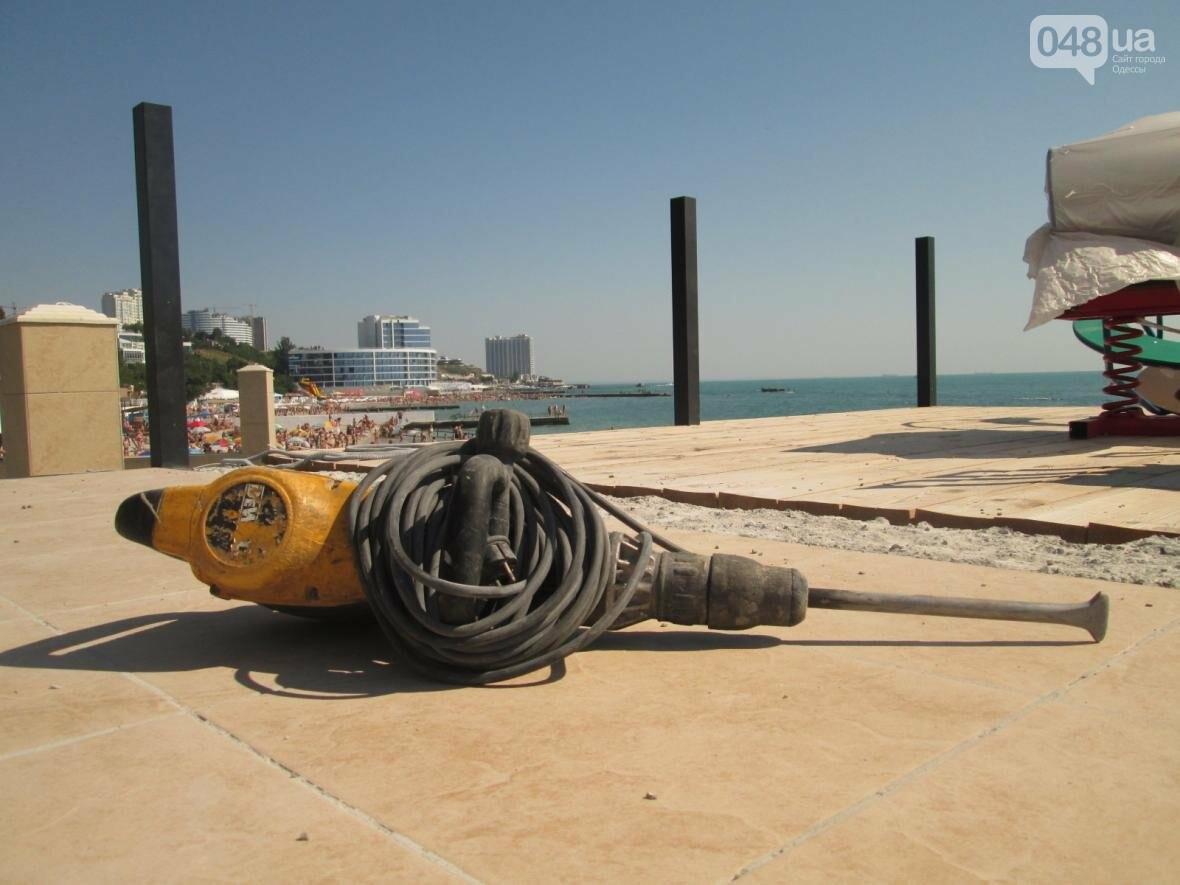 Бесплатные шезлонги и шумная стройка: Одесский пляж огорчил и удивил (ФОТО), фото-2