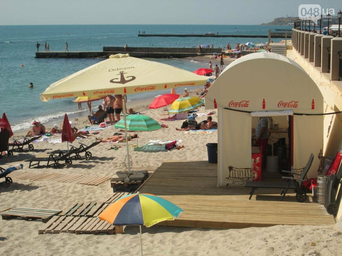 Бесплатные шезлонги и шумная стройка: Одесский пляж огорчил и удивил (ФОТО), фото-24