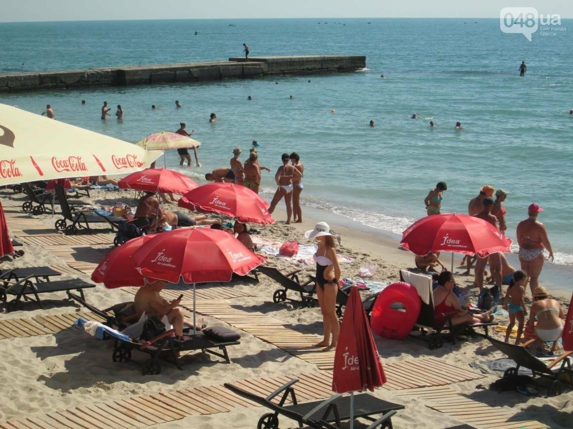 Бесплатные шезлонги и шумная стройка: Одесский пляж огорчил и удивил (ФОТО), фото-25