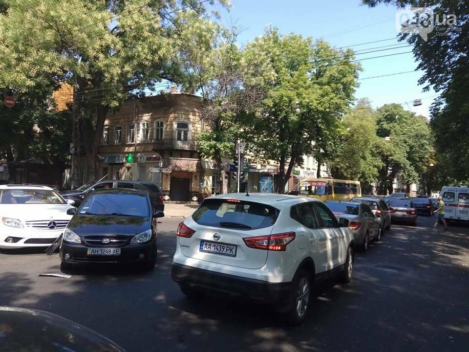 В центре Одессы Мерседес протаранил гостей из Донецка (ФОТО), фото-1