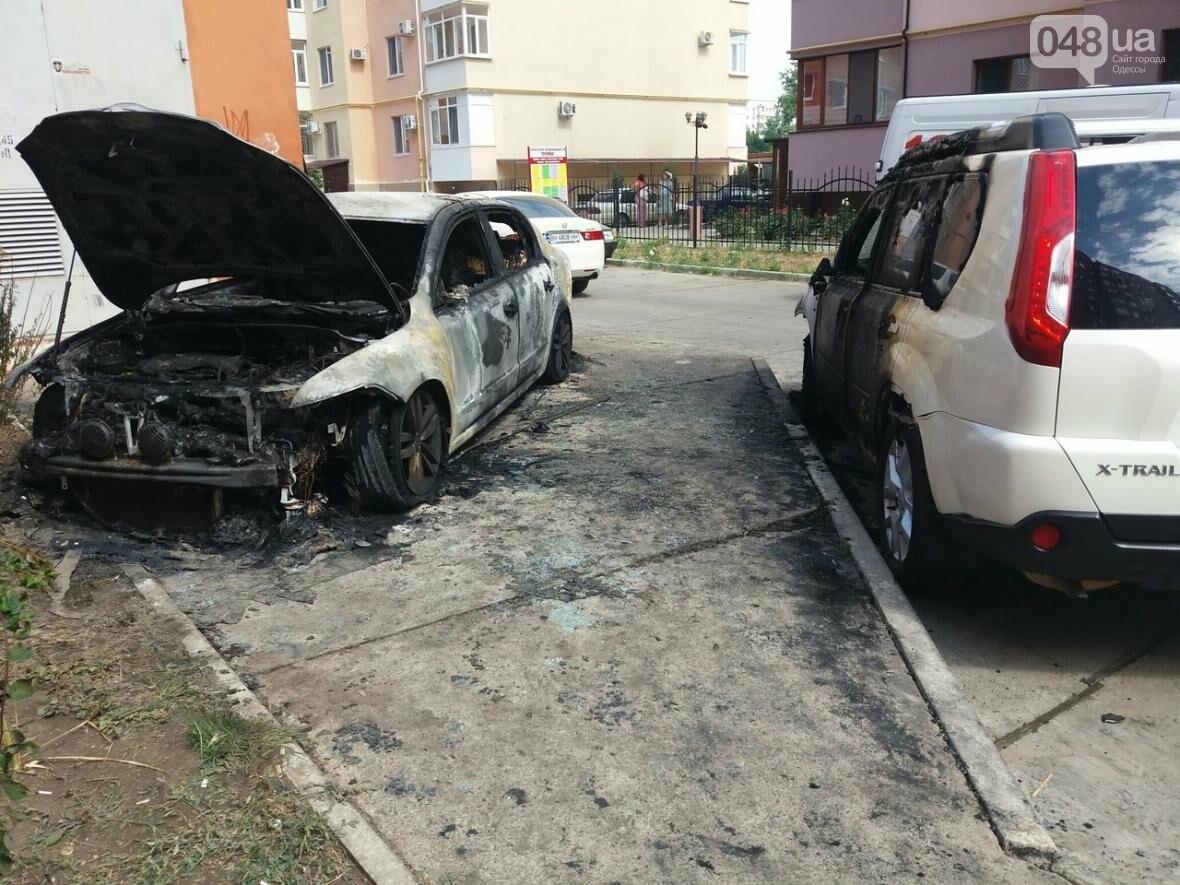 Под Одессой поджигатели одним махом уничтожили три иномарки (ФОТО), фото-1