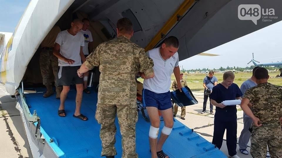 В Одессу самолетом доставили раненых из зоны АТО (ФОТО), фото-3
