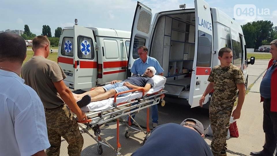 В Одессу самолетом доставили раненых из зоны АТО (ФОТО), фото-4