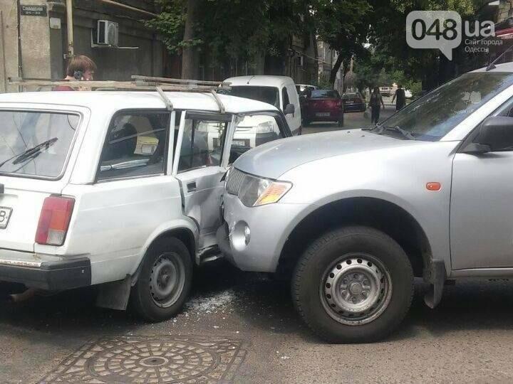 Внедорожник протаранил легковой автомобиль на окраине Одессы (ФОТО), фото-1
