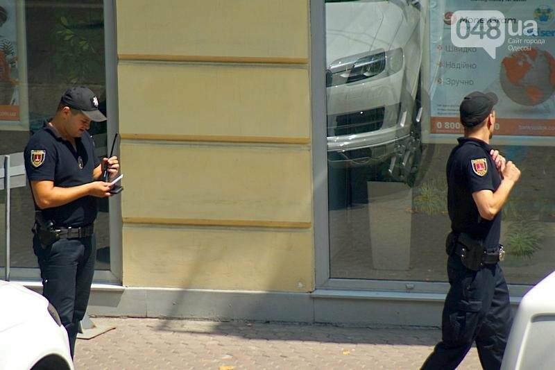 Срочно! В центре Одессы возле банка открыли стрельбу (ФОТО), фото-3
