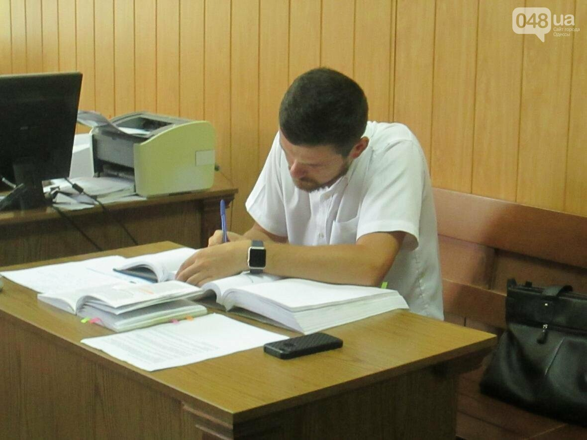 Пронесло: Одесского депутата посадят не сегодня (ФОТО, ВИДЕО), фото-2