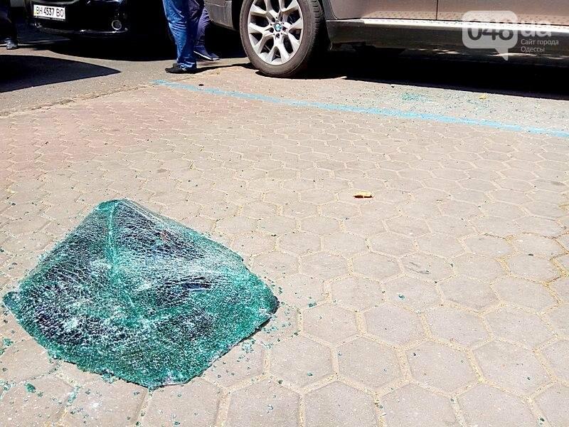 Разбой в центре Одессы: полиция изъяла улики, в банке боятся журналистов (ВИДЕО), фото-3