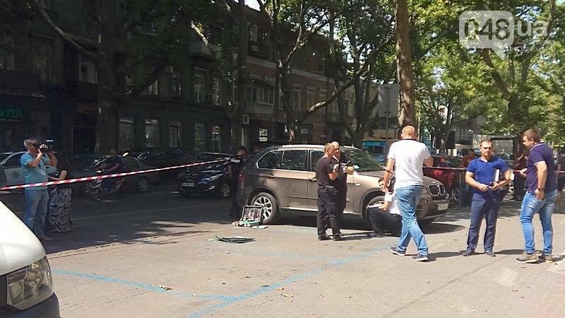 Разбой в центре Одессы: полиция изъяла улики, в банке боятся журналистов (ВИДЕО), фото-1