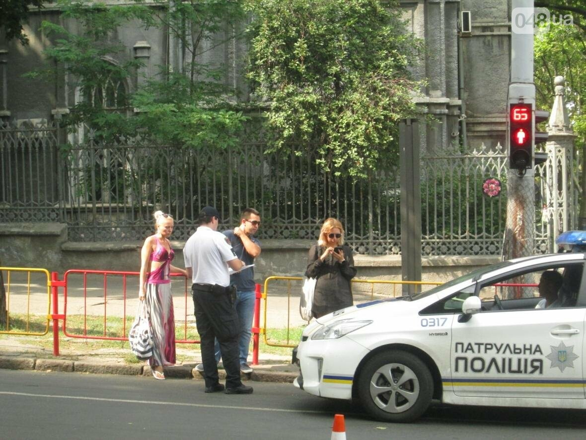 В центре Одессы патрульные полицейские сбили пешехода (ФОТО), фото-2