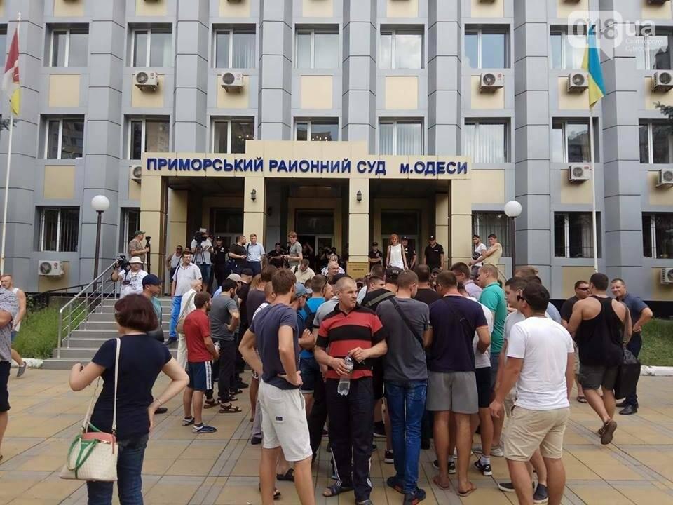 Возле одесского суда активисты пугают друг друга (ФОТО, ВИДЕО), фото-1