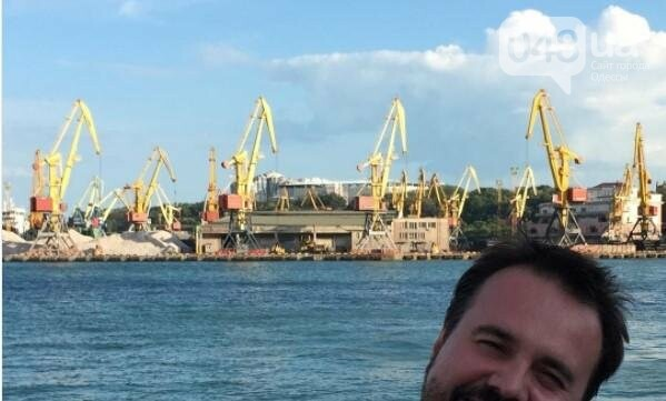 Украинский комик смешно прославил Одесский морвокзал, фото-1