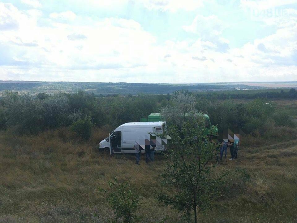 Контрабанды на 4 миллиона: В Одесской области остановили автомобиль забитый под завязку сигаретами (ФОТО), фото-2