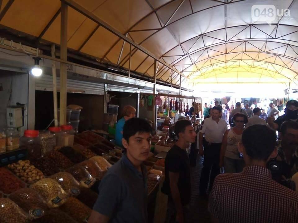 """В Одессе полиция кошмарит рынок """"Привоз"""" (ФОТО, ВИДЕО), фото-1"""