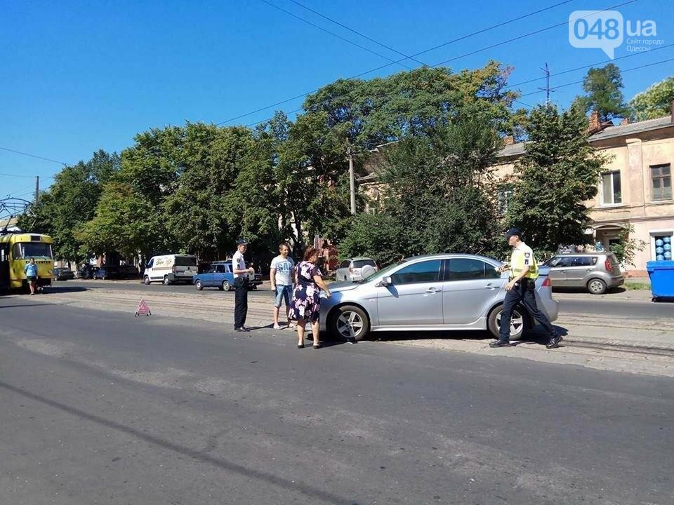 В Одессе на Молдаванке две иномарки не поделили трамвайные пути (ФОТО), фото-3