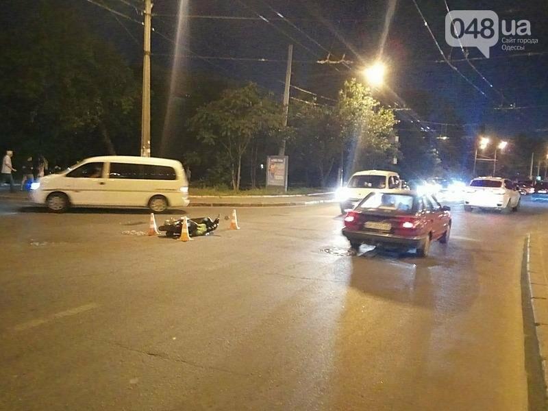 Сегодня вечером в одесской Аркадии в аварии пострадал мопедист (ФОТО), фото-2