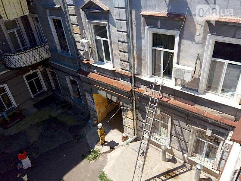Одесситка устроила переполох в центре города, покинув квартиру (ФОТО), фото-4