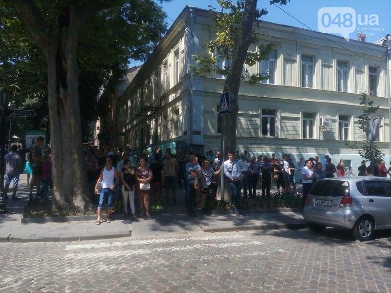 Под одесской прокуратурой столкнулись два митинга: их сдерживает полиция (ФОТО), фото-5