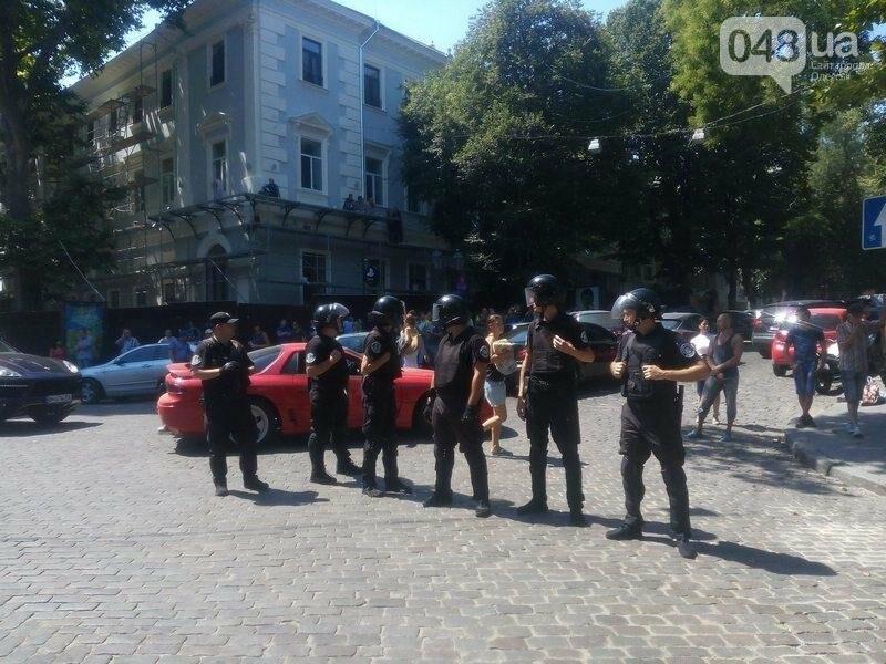 Под одесской прокуратурой столкнулись два митинга: их сдерживает полиция (ФОТО), фото-4