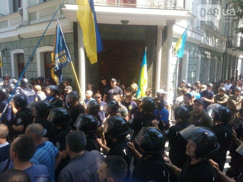 Под одесской прокуратурой столкнулись два митинга: их сдерживает полиция (ФОТО), фото-7