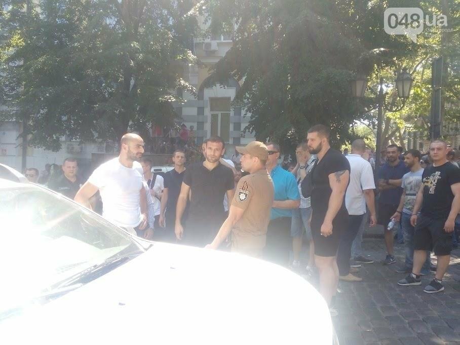 В центре Одессы задержали троих активистов: полиция не допустила массового побоища (ФОТО, ВИДЕО), фото-8