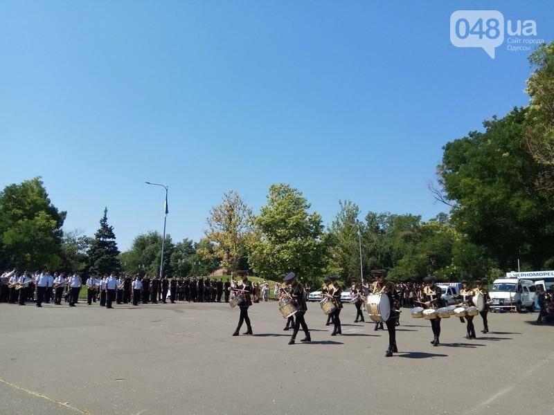 Труханов вернулся из отпуска праздновать День полиции (ФОТО, ВИДЕО), фото-4