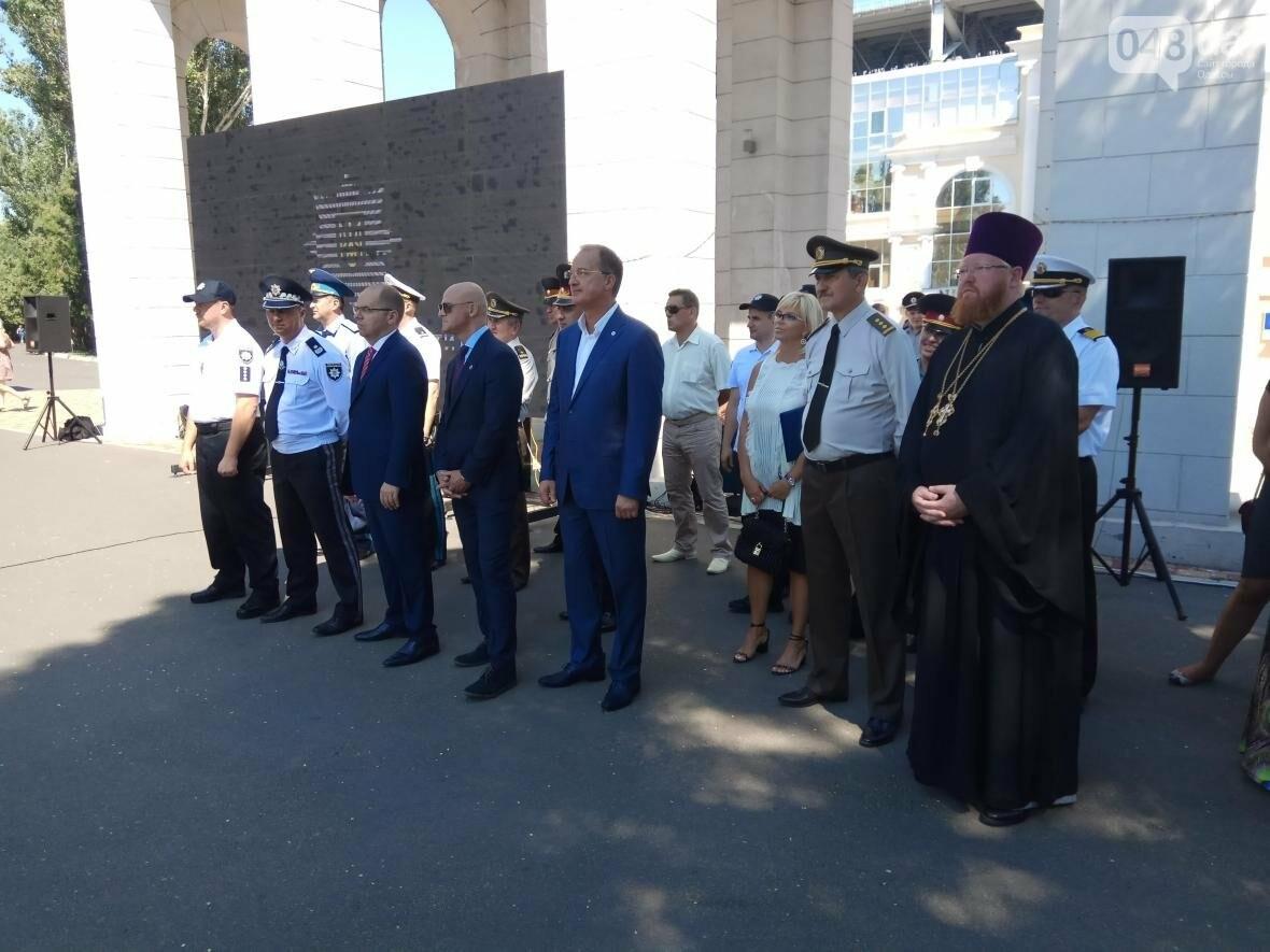 Труханов вернулся из отпуска праздновать День полиции (ФОТО, ВИДЕО), фото-1