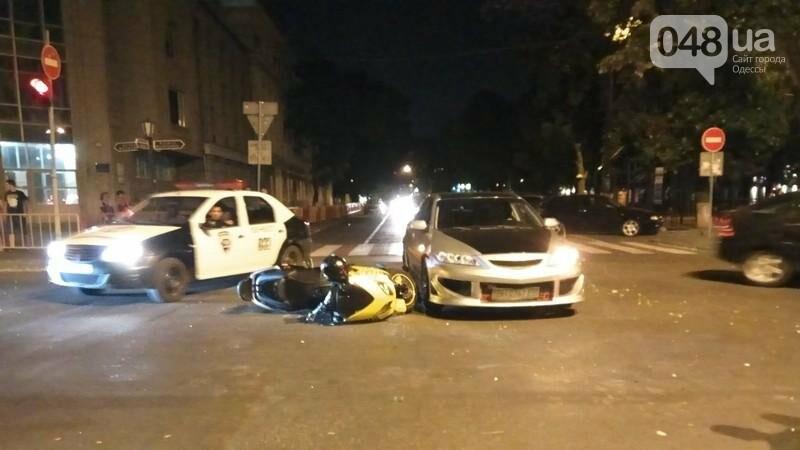 В центре Одессы произошла авария: пострадал мотоциклист (ФОТО, ВИДЕО), фото-1