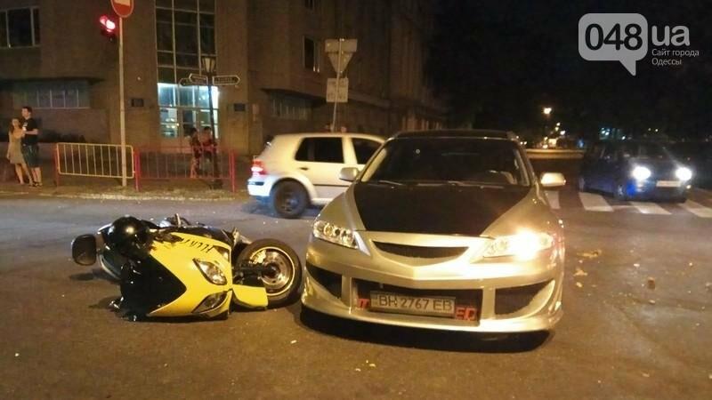 В центре Одессы произошла авария: пострадал мотоциклист (ФОТО, ВИДЕО), фото-3