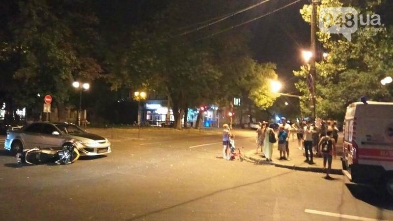 В центре Одессы произошла авария: пострадал мотоциклист (ФОТО, ВИДЕО), фото-5
