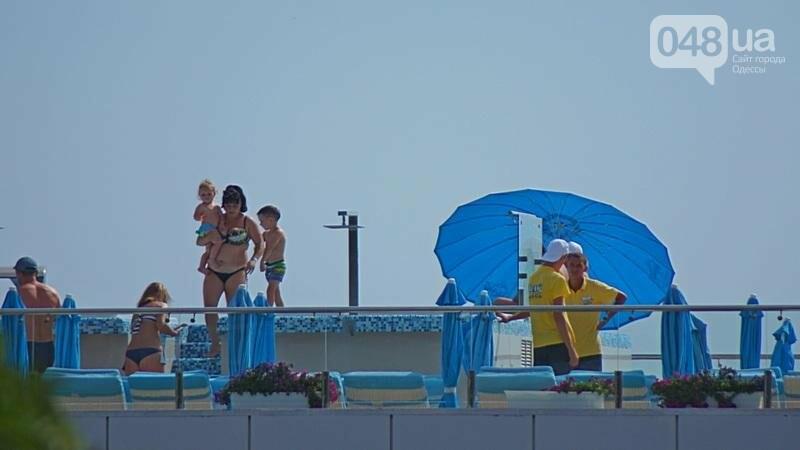 «Нерезиновые» одесские пляжи пока еще вмещают спасающихся от жары (ФОТО), фото-1