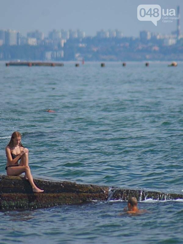 «Нерезиновые» одесские пляжи пока еще вмещают спасающихся от жары (ФОТО), фото-18