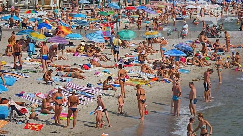 «Нерезиновые» одесские пляжи пока еще вмещают спасающихся от жары (ФОТО), фото-51