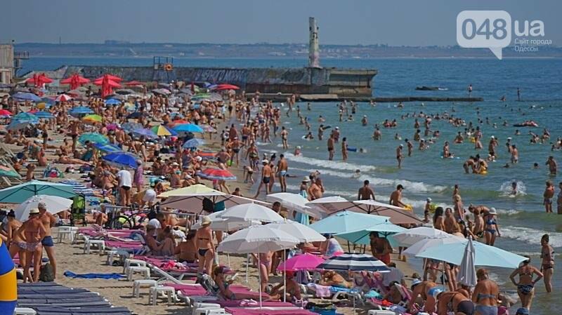 «Нерезиновые» одесские пляжи пока еще вмещают спасающихся от жары (ФОТО), фото-34