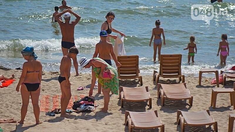 «Нерезиновые» одесские пляжи пока еще вмещают спасающихся от жары (ФОТО), фото-37