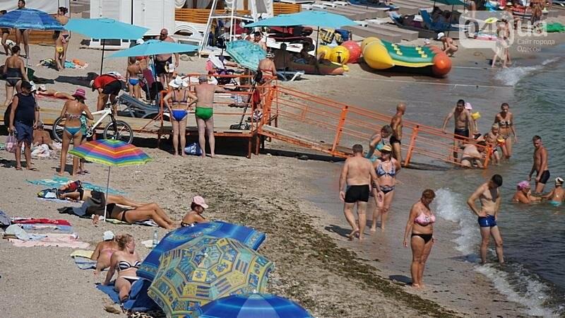 «Нерезиновые» одесские пляжи пока еще вмещают спасающихся от жары (ФОТО), фото-53