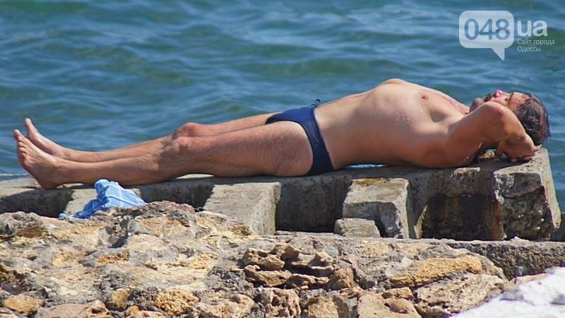 «Нерезиновые» одесские пляжи пока еще вмещают спасающихся от жары (ФОТО), фото-39