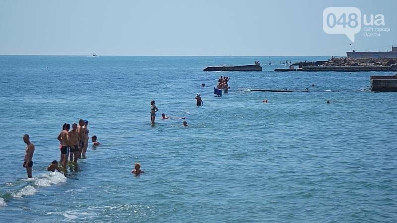 «Нерезиновые» одесские пляжи пока еще вмещают спасающихся от жары (ФОТО), фото-46