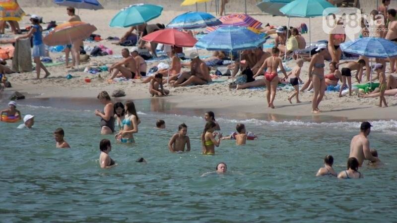 «Нерезиновые» одесские пляжи пока еще вмещают спасающихся от жары (ФОТО), фото-48