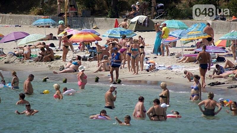 «Нерезиновые» одесские пляжи пока еще вмещают спасающихся от жары (ФОТО), фото-55