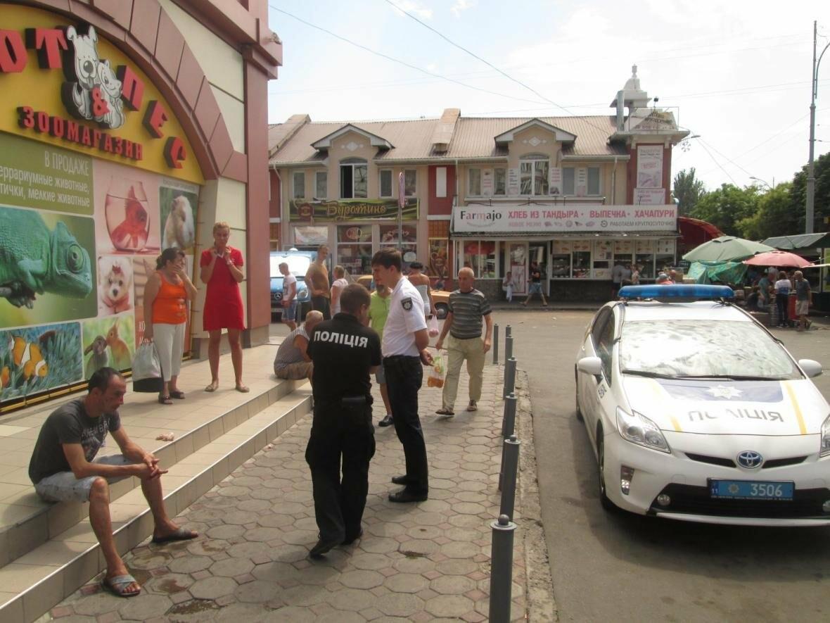 Кровавое месиво на «Привозе»: В Одессе пятеро избили одного (ФОТО), фото-1