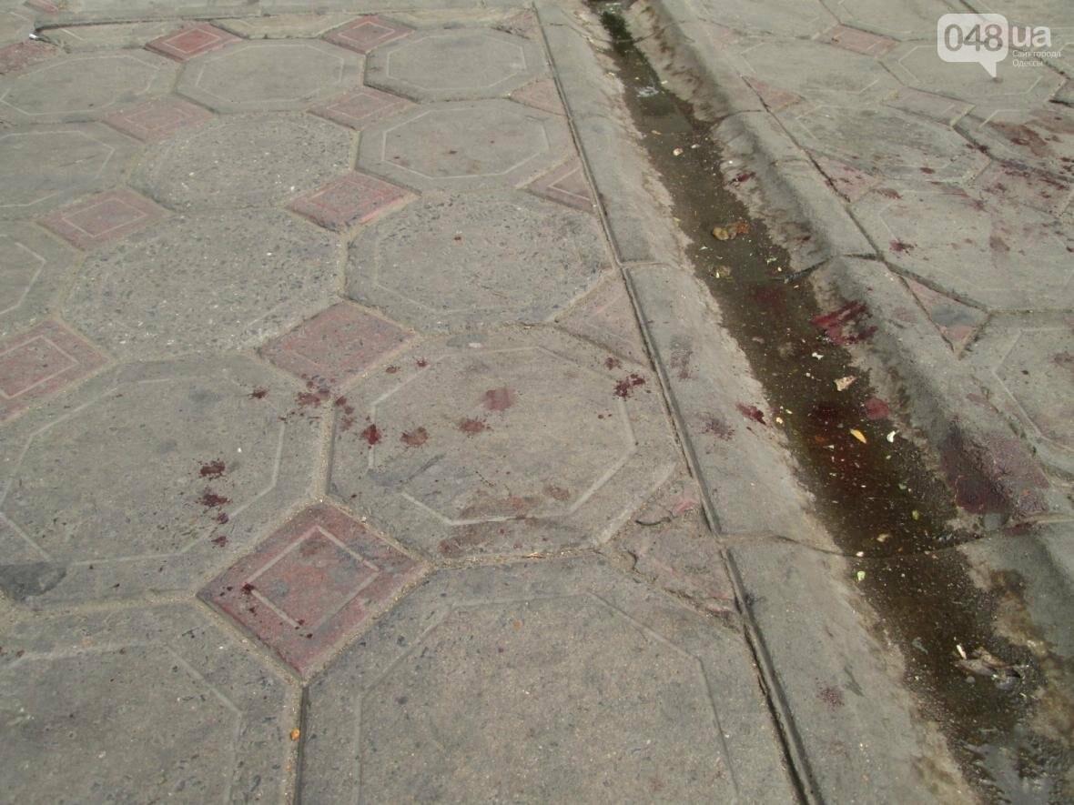 Кровавое месиво на «Привозе»: В Одессе пятеро избили одного (ФОТО), фото-5